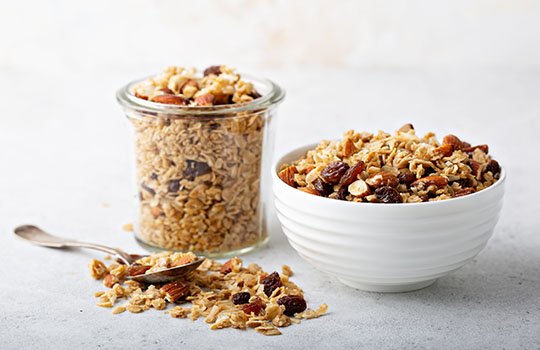 Intake of whole grain foods and risk of type 2 diabetes: results from three prospective cohort studies