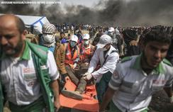 Medics take away injured protesters in Gaza
