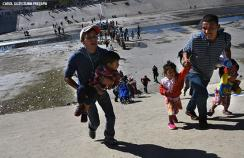 Families travel north through Mexico to the southern US border