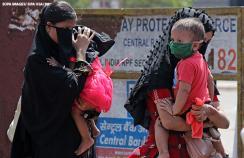 Two women with their children in Mumbai, India