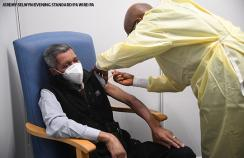 A man receives the covid vaccine